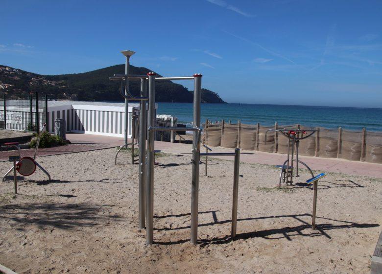 Aire de fitness boulevard de la plage